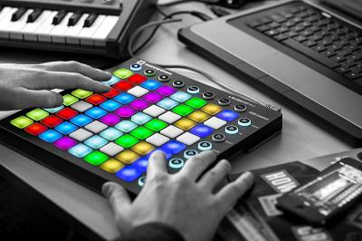 Launchpad Novation Abelton hands, pc, keyboard, phone
